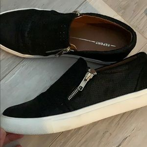 Report Black Slip on Shoes size 8.5